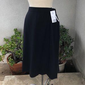 Escada skirt dark blue wool size 42 12 lined pleat